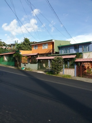 cr ubl vista sobre casas de colores
