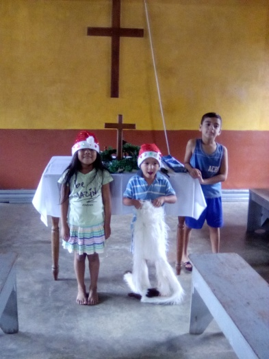 La Esperanza kids in christmas hats
